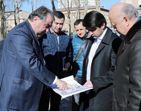 Глава государства Эмомали Рахмон ознакомился  с ходом работ по благоустройству некоторых объектов столицы